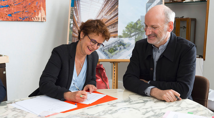 Pierre Paul Zalio, President of the ENS Paris-Saclay, and Anne Nouguier, Interim Director of ENSCI-Les Ateliers, sign the agreement that seals the birth of the new Design Research Centre.